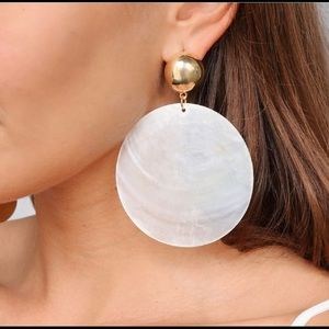 Ettika Beach Queen Large White Shell Earrings